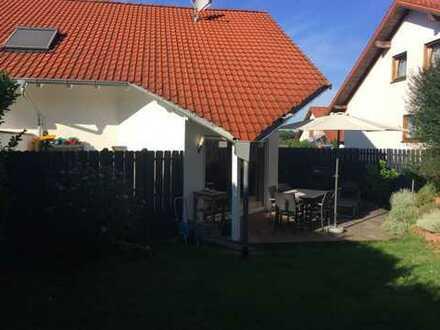 Helle 3-Zimmer-Maisonette-Wohnung --!Keine Provision!-- Garten/EBK/Tageslichtbad/2 PKW-Stellpl.