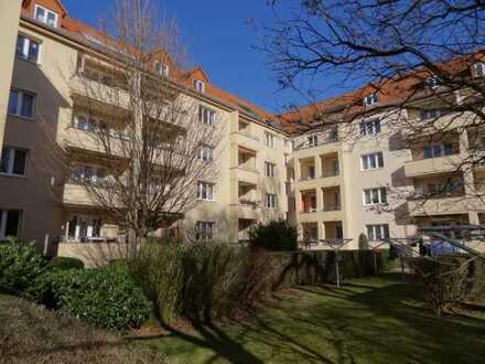 Striesen in ruhiger Lage: schöne 3-Zimmer-Wohnung mit Süd-Balkon, Laminat, Tageslichtbad, Stellplatz
