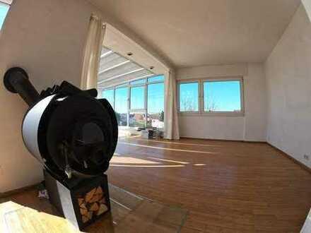 Stilvolle, gepflegte 5-Zimmer-Penthouse-Wohnung mit Balkon und Einbauküche in Mörfelden-Walldorf