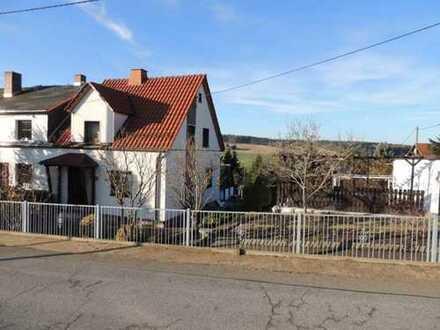 Kleines Haus mit großem Grundstück in Kirchberg sucht neue Eigentümer!