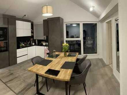 Vollständig renovierte 2,5-Raum-Wohnung mit Balkon und Einbauküche in Pforzheim