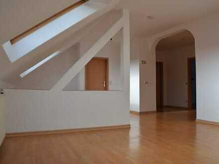Geräumige, gepflegte 2-Zimmer-DG-Wohnung in Essen-Steele