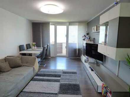 Sanierte schöne 3 Zimmer 74 qm mit Sonnenbalkon und Einbauküche, Bestlage nähe Nürnberg Messezentrum