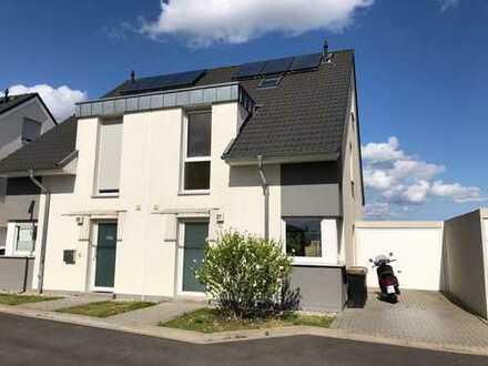 Moderne Doppelhaushälfte in direkter Feldrandlage von Kleinenbroich