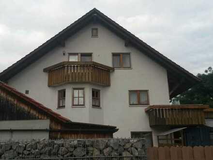 Attraktive 2,5-Zimmer-Dachgeschosswohnung mit Balkon und Einbauküche in Rottenburg