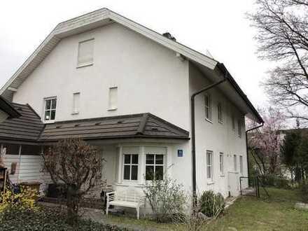 Traumhafte Doppelhaushälfte mit Garten und Garage