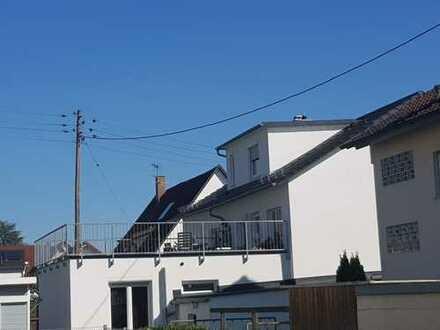 Attraktive 4-Zimmer-Wohnung mit große Terrasse/Balkon und Einbauküche in Kirchheim unter Teck