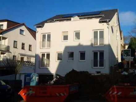 Moderne Haushälfte mit fünf Zimmern in Eppstein Niederjosbach. S-Bahn fußläufig