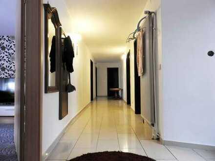 ***Schöne und neu renovierte 5 Zimmerwohnung im Herzen von Eisenberg***