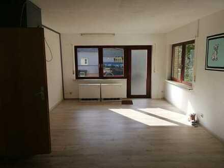 Preiswerte, geräumige und gepflegte 1-Zimmer-EG-Wohnung mit Terasse in Nassau
