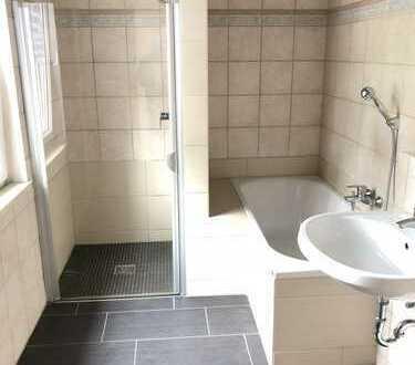 Haus für 650 € mit 100 m², 6 Zimmern, plus Keller, Garten und Stellplätzen