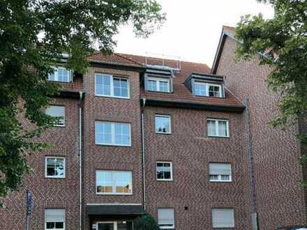 Freundliche 4-Zimmer-Maisonette-Wohnung mit Balkon und Einbauküche in Duisburg