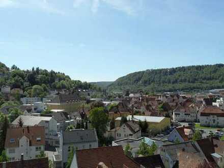 gepflegte 2-Zimmer-Dachgeschosswohnung mit tollem Ausblick über Albstadt-Ebingen