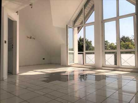 Single oder Pärchen - exklusive 3 ZKB-Wohnung mit Galerie in ruhiger Lage