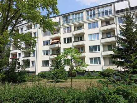 Helle Hochparterre-Wohnung mit Balkon und EBK nahe Park Ruhwald und Brixplatz in Westend