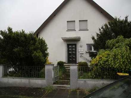 Modernisierte 3-Zimmer-EG-Wohnung mit Balkon und Einbauküche in Urbach, Köln