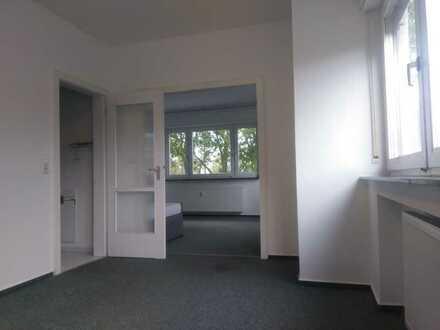 Ältere Hochparterre-Wohnung mit ein-bis zwei Zimmern in Karlsruhe 32m²