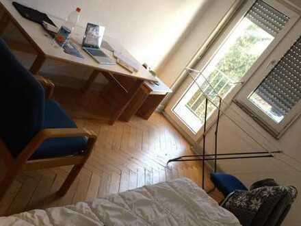 Fully furnished room in a shared apartment in front of stadpark with balconny. (215 + 7-internet)
