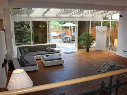 Immohome.net - exklusive Wohnung in Villa mit Wintergarten, Kamin, EBK & Garten - direkt in Lan