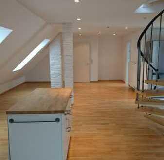 *Traumhafte 3-Zimmer Dachgeschosswohnung in saniertem Altbau*