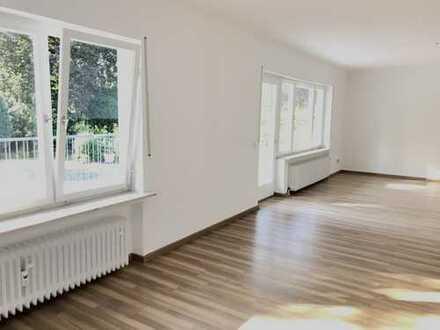 renovierte 4 Zi.-Whg. mit großem Balkon in bester Lage von Obertshausen