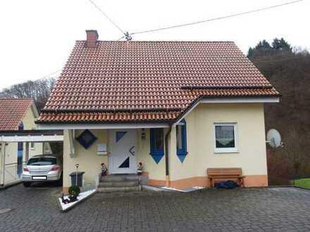 Neuwertiges EFH mit seperater Wohneinheit,EBK,Carport und Garten in Kirchenbollenbach