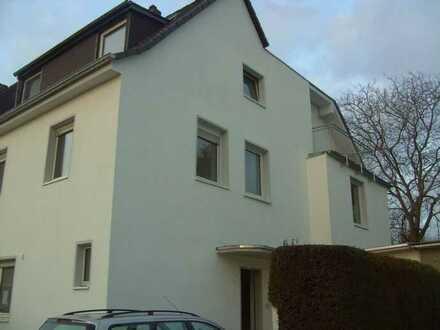 Neuwertige, gemütliche 3-Zimmer-Wohnung mit großem Balkon im Dreifamilienhaus; Pesch, Köln