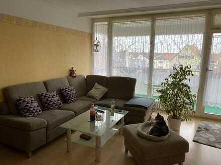Gepflegte Wohnung mit drei Zimmern sowie Balkon und Einbauküche in Bruchköbel