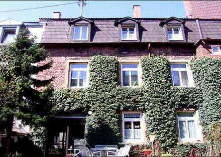 ***ZUVERLÄSSIGES INVESTMENT : Mehrgenerationenhaus im malerischen Durlach
