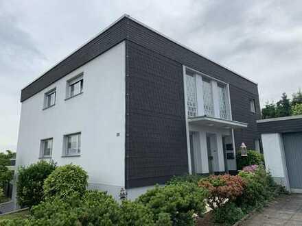 Freistehendes 2 FH in bevorzugter Lage von Leverkusen-Steinbüchel * 2 Garagen * großer Garten