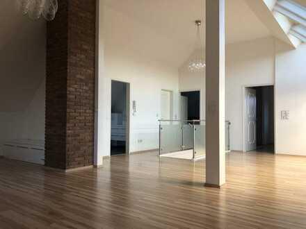 Stilvolle, geräumige und sanierte 2-Zimmer-Dachgeschosswohnung mit EBK in Ravensburg