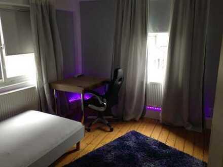 Fä 2.OG Z1 - Zimmer in 3er WG- im Herzen von Hall-möbliert + Wohnzimmer