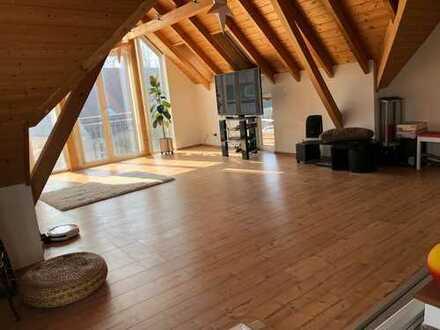 Lichtdurchflutete u. modernisierte 3,5-Zimmer-Wohnung mit Balkon und Einbauküche in Tübingen
