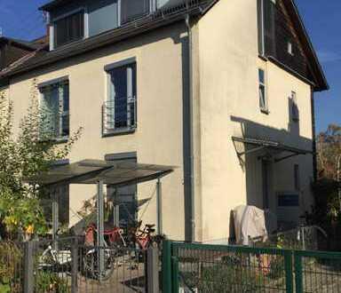 Familiengeeignetes Haus mit 2 Wohnungen und großem Garten in Rintheim
