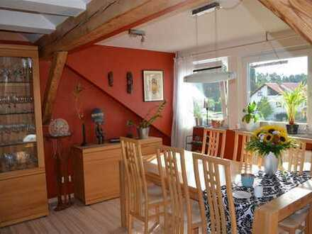 Tolle renovierte Dachgeschoss Wohnung mit Carport zu verkaufen!