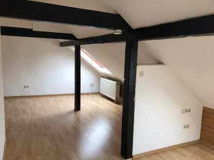 zentral und ruhig gelegene 1-Zimmer-DG-Wohnung im Herzen Landaus
