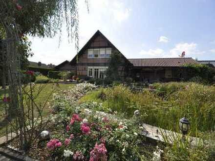 Großzügiges Einfamilienhaus mit Einliegerwohnung und herrlicher Gartenanlage