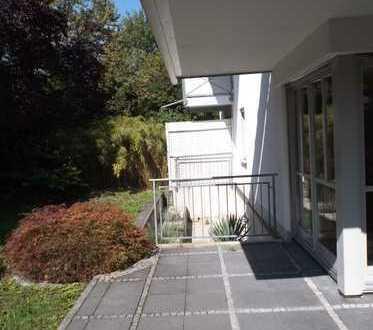 3-Zimmer-EG-Wohnung mit Terrasse und großem Garten in Moosach, München