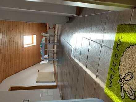 WG Zimmer in 3er WG. Neu renoviert, Betten,Matratze,Schreibtisch neu, Gemeinschaftsraum, Sitzplatz i