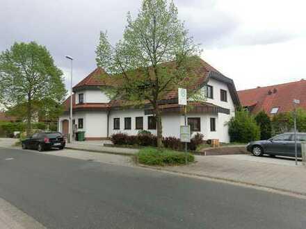 Moderne großzügige 2-Zimmer Wohnung mit Terrasse und Gartenanteil in bester Wohnlage