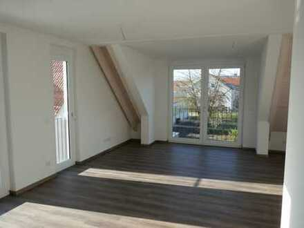Exklusive 3-Zimmer-Maisonette-Wohnung mit EBK und Balkon in Dachau. Zunächst befristete Vermietung!