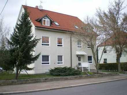 Schöne helle 1-Raum-Wohnung mit einfacher Singleküche und PKW-Stellplatz im Hof