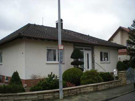 Wohnhaus mit Wintergarten, Einliegerwohnung, Einbauküche, PKW-Garage + schönem Garten!