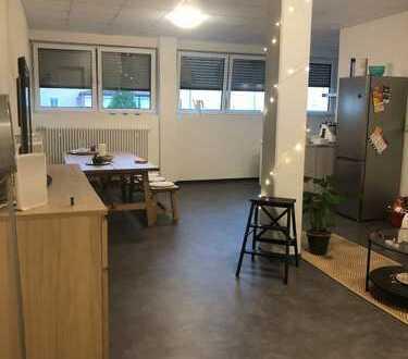 Großzügig geschnittenes WG Zimmer in Heilbronner Wohngemeinschaft **Neu renoviert**