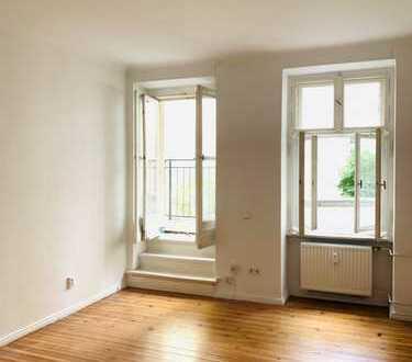 Charmante 2-Zimmeraltbauwhg., schöne Dielen, in elegant. Stuckaltbau im begehrten Akazienkietz