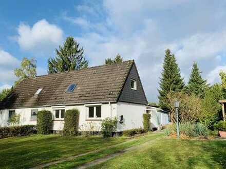 1.250 €, 96 m², 4 Zimmer, DHH, 2018 frisch renoviert, inkl EBK und großem Garten, nähe Flughafen