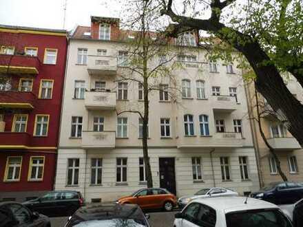 Renditeobjekt: Schöne vermietete Eigentumswohnung mit Dielenböden und Stuckdecken zu verkaufen.