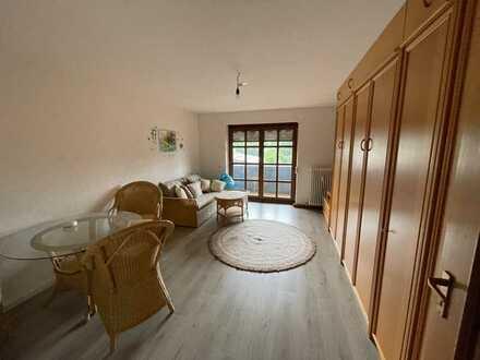 Moderne möblierte Wohnung mit Einbauküche und Balkon