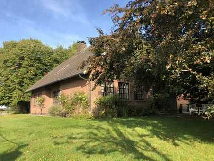 Schöner Resthof mit Einfamilienhaus und Nebengebäuden in Boren