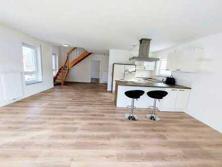 Exkl. 4,5 Zimmer Penthouse- Wohnung mit herrlicher Dachterrasse + EBK!!